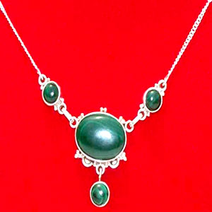 Malachite Necklace: Queens Collection